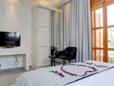 1aarafael hotels 2013 189 700x466 400x300 Luxury Balcony Studio
