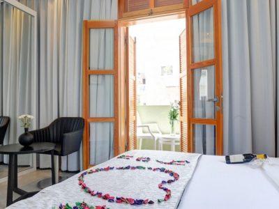 rafael hotels 2013 187 700x466 400x300 Luxury Balcony Studio