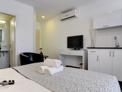 raphael hotels session1 geula 004 400x300 Rooftop Studio