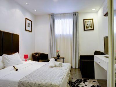 raphael hotels session2 024 400x300 Comfort Studio