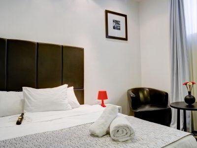 raphael hotels session2 027 400x300 Comfort Studio
