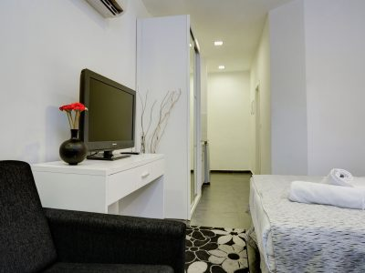 raphael hotels session2 034 400x300 Spacious Two Bedroom Apartment