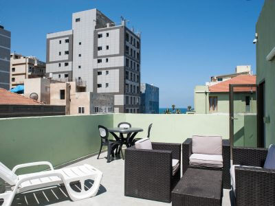 alenby6 072 1 400x300 Family Rooftop 37
