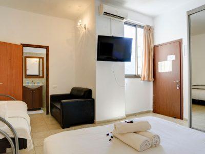 rafael hotels 2013 219 400x300 Deluxe Studio 3