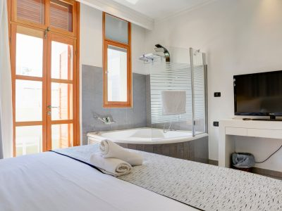 raphael hotels session2 020 1 400x300 Luxury One Bedroom Suite