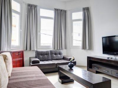 raphaelhotels 373 700x466 400x300 Deluxe One Bedroom Apartments
