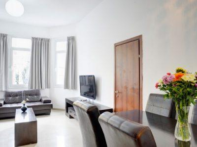 raphaelhotels 377 700x466 400x300 Deluxe One Bedroom Apartments